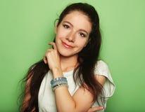 Jonge vrij donkerbruine vrouw Royalty-vrije Stock Afbeeldingen