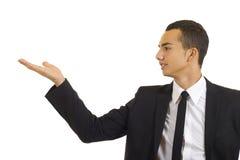 Jonge vrolijke bedrijfsmens die een presentatie geeft Stock Afbeelding