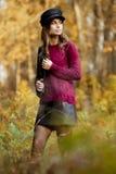 Jonge vrouw bij daling royalty-vrije stock afbeelding