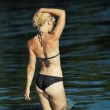 Jonge vrouw in bikini Royalty-vrije Stock Afbeeldingen