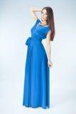 Jonge vrouw in blauwe kleding Royalty-vrije Stock Foto's