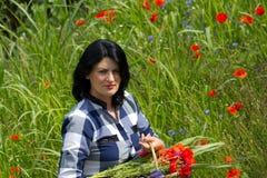 Jonge vrouw in bloemen Stock Afbeeldingen