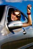 Jonge vrouw in de auto Stock Fotografie