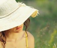 Jonge vrouw in de lente Royalty-vrije Stock Foto's