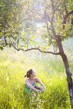 Jonge vrouw in de lente Royalty-vrije Stock Afbeelding