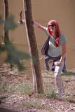 Jonge vrouw in de lentepark Royalty-vrije Stock Foto