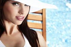 Jonge vrouw in de pool Stock Foto