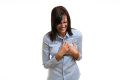 Jonge vrouw die aan angina of een hartaanval lijden stock fotografie
