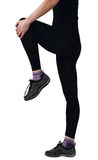 Jonge vrouw die benenoefeningen doet Royalty-vrije Stock Foto's