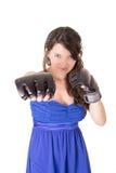 Jonge vrouw die bokshandschoenen in toevallige kleding dragen Stock Foto