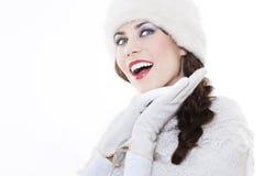 Jonge vrouw die de winterkleding draagt royalty-vrije stock afbeeldingen