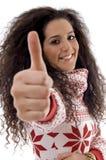 Jonge vrouw die duim toont Royalty-vrije Stock Foto's