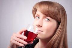 Jonge vrouw die een glas wijn proeft. #3 Royalty-vrije Stock Foto's
