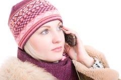 Jonge vrouw die een telefoon spreekt Stock Foto