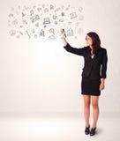 Jonge vrouw die en pictogrammen en symbolen trekken schetsen stock illustratie