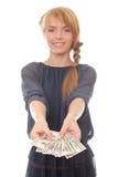 Jonge vrouw die in hand dollars van het contant geldgeld houdt Royalty-vrije Stock Foto's