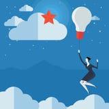 Jonge vrouw die in luchtballon vliegen Stock Fotografie