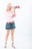 Jonge vrouw die met liefdetrompet luistert Royalty-vrije Stock Foto