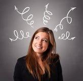 Jonge vrouw die met pijlen denken lucht Royalty-vrije Stock Foto