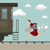 Jonge vrouw die na de trein lopen Stock Foto