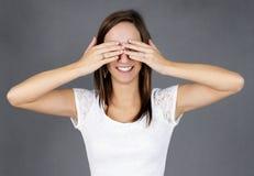 Jonge vrouw die op haar verrassing wacht Royalty-vrije Stock Afbeeldingen