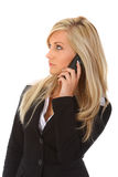 Jonge vrouw die op telefoon spreekt Royalty-vrije Stock Foto's