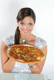 Jonge vrouw die pizza eet Royalty-vrije Stock Afbeelding