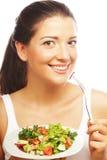 Jonge vrouw die salat eten royalty-vrije stock foto's