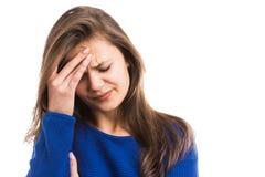 Jonge vrouw die sterke hoofdpijn voelen royalty-vrije stock afbeeldingen