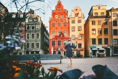 Jonge vrouw die in Stockholm reizen royalty-vrije stock fotografie