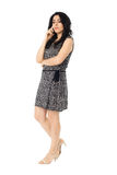 Jonge vrouw die telefoon met behulp van Stock Foto