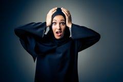 Jonge Vrouw die Traditionele Arabische Kleding dragen royalty-vrije stock fotografie