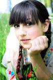 Jonge vrouw die van aard geniet Royalty-vrije Stock Fotografie