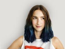 Jonge Vrouw die Vrolijk Concept glimlachen royalty-vrije stock afbeelding