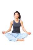 Jonge vrouw die yoga doet stock fotografie
