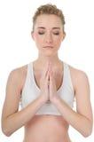 Jonge vrouw die yoga, meditatie, gesloten ogen doet Royalty-vrije Stock Foto