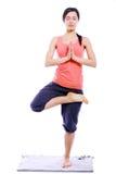 Jonge vrouw die yogaoefeningen doet Royalty-vrije Stock Foto's
