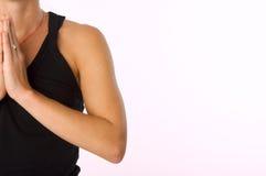 Jonge vrouw die yogaoefeningen doet Royalty-vrije Stock Afbeeldingen