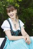 Jonge vrouw in dirndl Royalty-vrije Stock Afbeeldingen