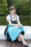 Jonge vrouw in dirndl Stock Foto's