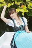 Jonge vrouw in dirndl Royalty-vrije Stock Foto