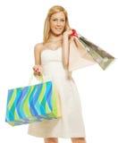 Jonge vrouw dragende het winkelen zakken Royalty-vrije Stock Afbeeldingen