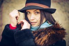Jonge vrouw in een hoed Royalty-vrije Stock Afbeeldingen