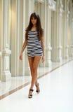 Jonge vrouw in een kleding Royalty-vrije Stock Afbeeldingen