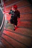 Jonge vrouw in een nachtclub Royalty-vrije Stock Afbeeldingen