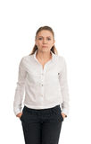 Jonge vrouw in een wit overhemd tegen witte achtergrond Royalty-vrije Stock Foto's