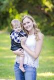 Jonge vrouw en baby Royalty-vrije Stock Fotografie