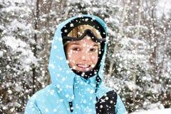 Jonge vrouw en de winter Royalty-vrije Stock Afbeeldingen
