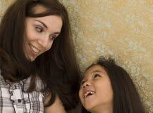 Jonge Vrouw en Jong Aziatisch Meisje Royalty-vrije Stock Afbeeldingen