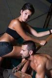 Jonge vrouw en man in fabriek Stock Foto's